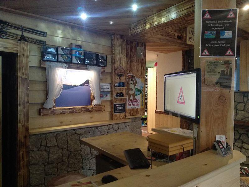Postazione cassa del Noleggio sci Andalo